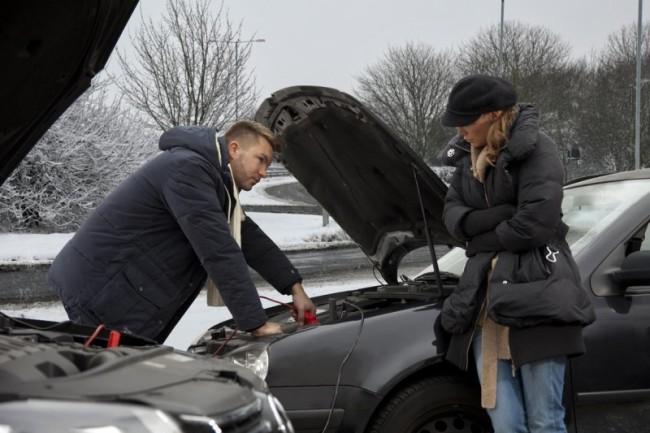 Прикуривание разряженного аккумулятора автомобиля