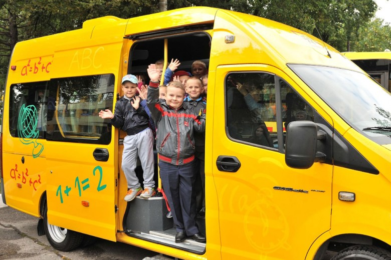 Дети. Школьный автобус