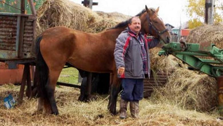 Депутат Законодательного собрания Камчатского края Михаил Пучковский и его конь