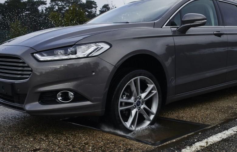 Система распознавания выбоин Ford