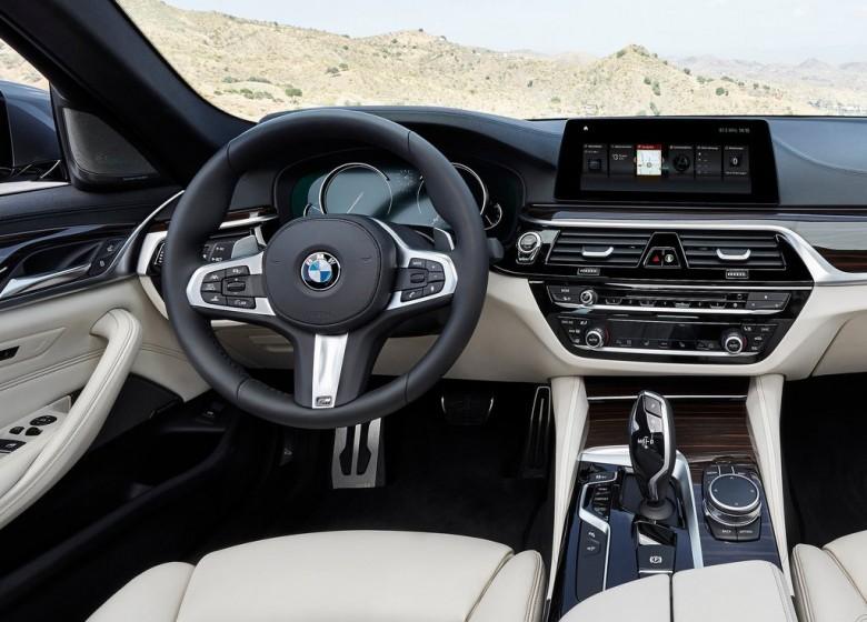 БМВ объявила обизменениях цен насвои автомобили в Российской Федерации