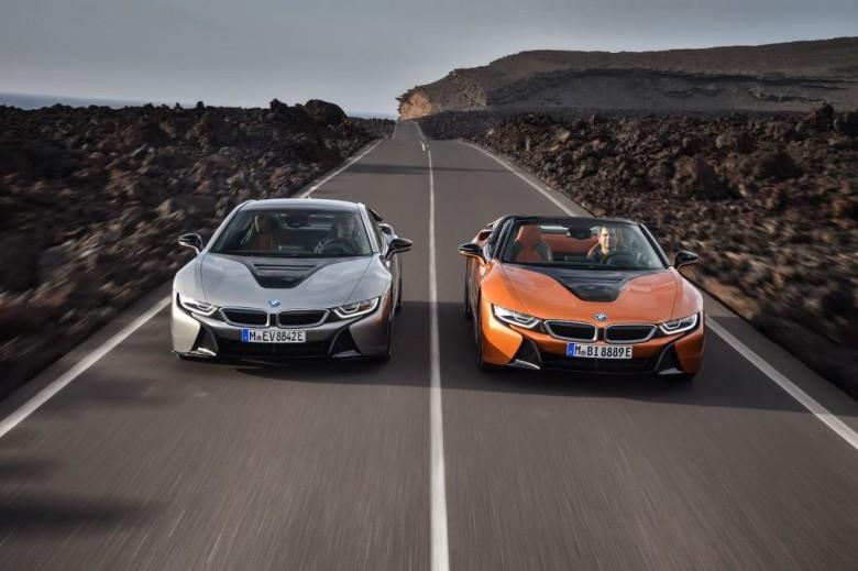 БМВ на автомобильном салоне вЛос-Анжелесе представил новый гибридный спорткар i8 Roadster